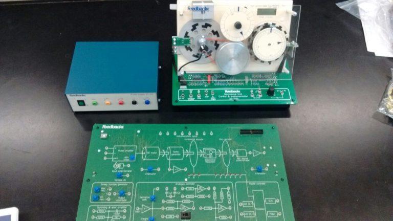Con medidas de protocolo, estudiantes de Ingeniería Electromecánica realizaron prácticas en el Laboratorio