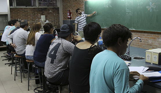 Encuesta de opinión de estudiantes sobre asignaturas y docentes