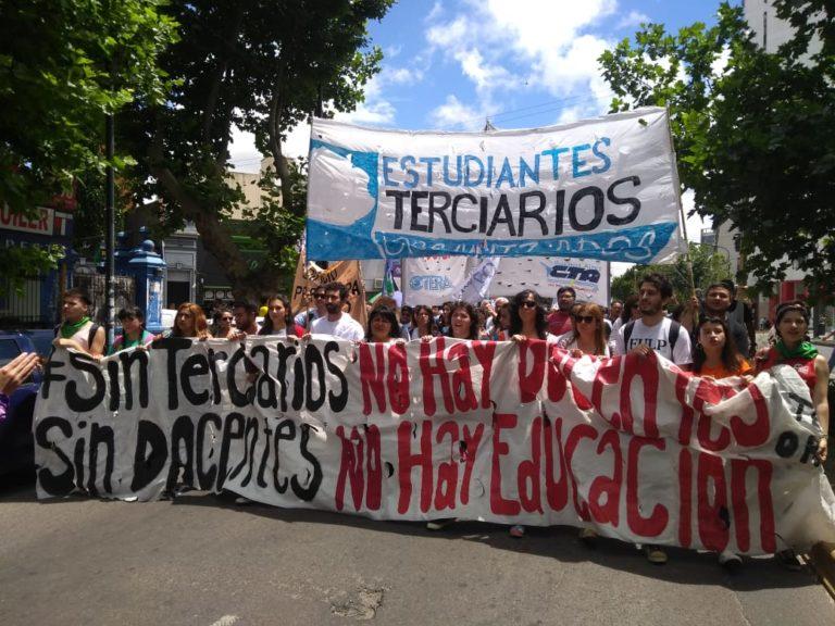Los Institutos y profesorados de la provincia vuelven marchar