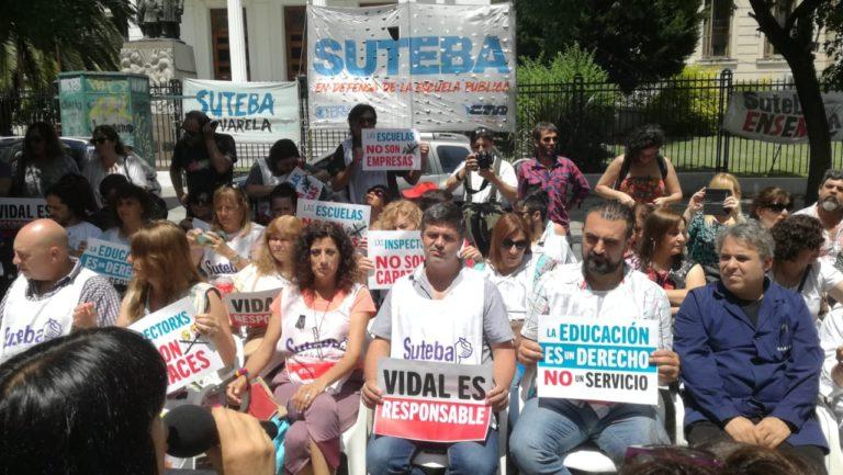 Cerca de 500 docentes y directivos fueron sumariados por Vidal