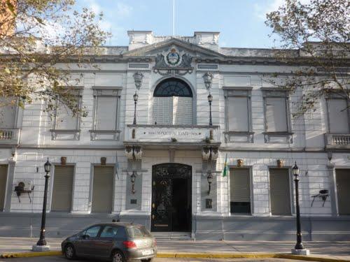 Municipales cierran y negocian sus paritarias en la región