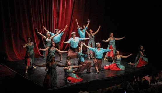 Presentación del Elenco de Danzas Folklóricas De la UNGS en el CCK