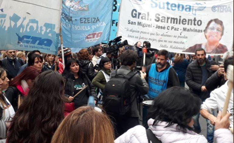 Marcha docente por descuentos injustificados