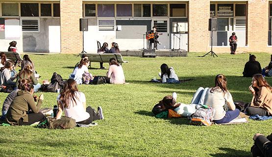 Convocatoria para estudiantes y graduados para participar de una jornada artística