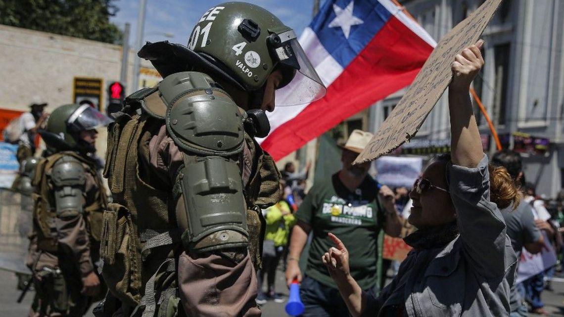 Crisis y represión en Chile   Ernesto Boholavsky: