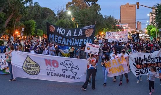 Explotación minera a gran escala: paradojas a ambos lados de la cordillera | Lorena Bottaro y Marian Sola Álvarez en Tiempo Argentino