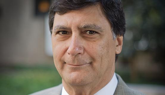 La UNGS designa a Luis Alberto Beccaria como Profesor Consulto