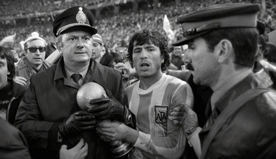 Panel: La pelota no se mancha. Historias de deportistas en dictadura