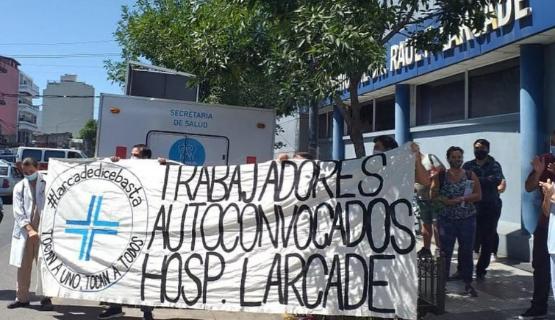 Continúa el reclamo de los trabajadores del Hospital Larcade