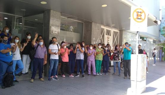 San Miguel | Trabajadores de un sanatorio reclaman por falta de pago