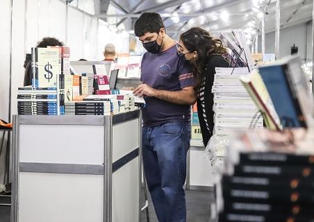 La UNGS participó de la Feria del libro de Malvinas Argentinas