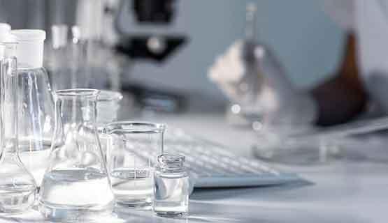 Química: Charla con representantes empresarios sobre la formación y el sector productivo